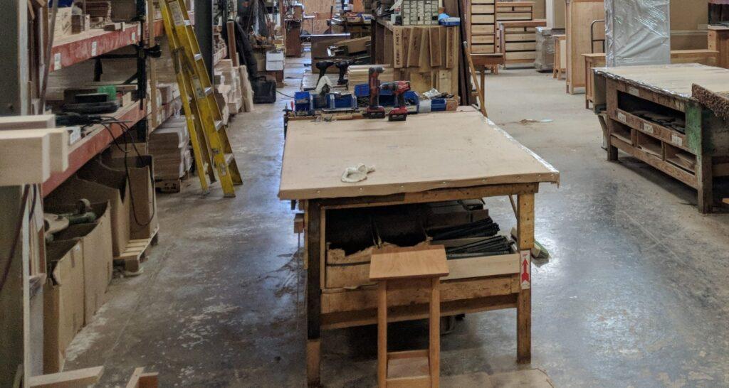 ponk-dielna-drevo-pracovny-neporiadok