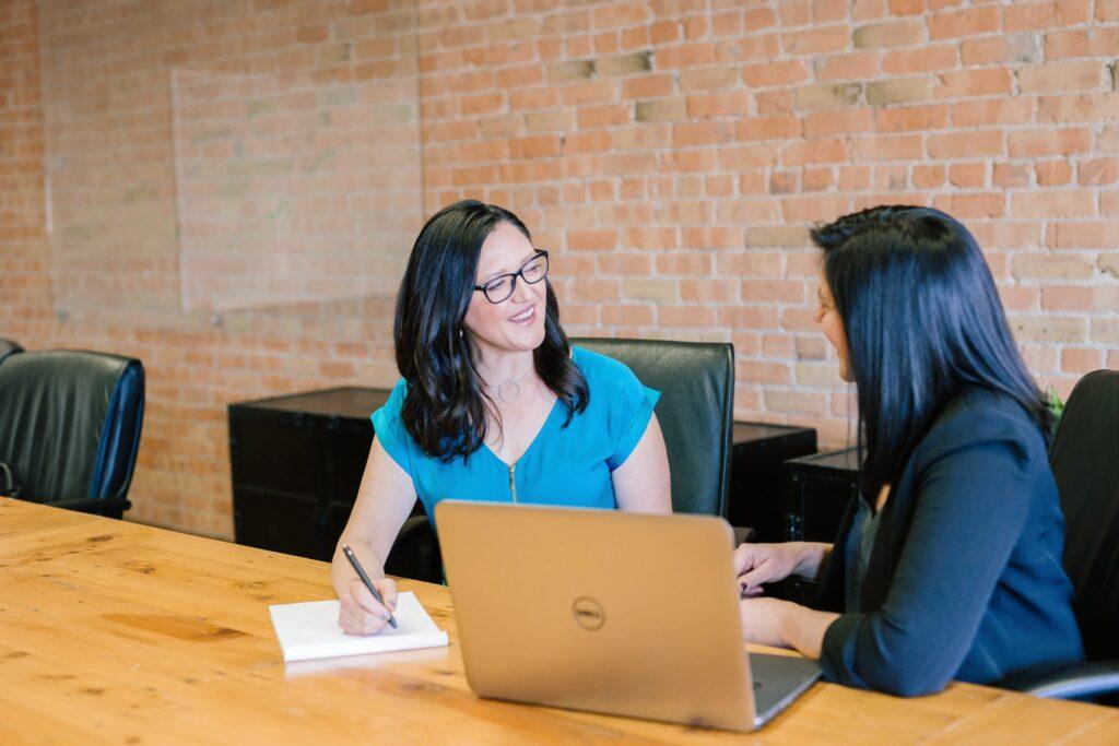 feedback-rozhovor-sef-zamestnanec-spokojnost-otazky