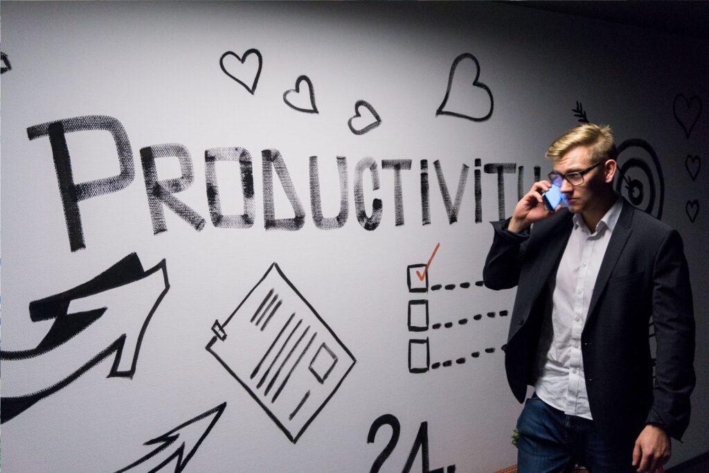 Stena-napis-produktivita-muz-telefon