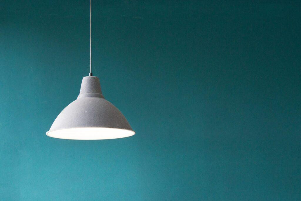 lampa-svetlo-luster-biele-svetlo
